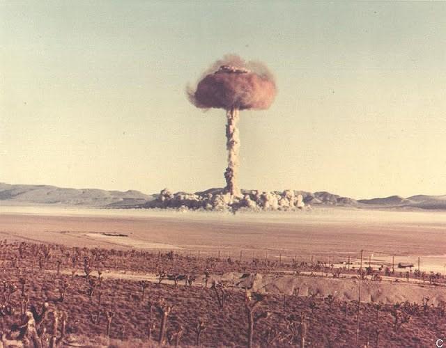 Ảnh màu hiếm về các vụ thử hạt nhân chấn động của Mỹ giữa thế kỷ 20 - Ảnh 4.