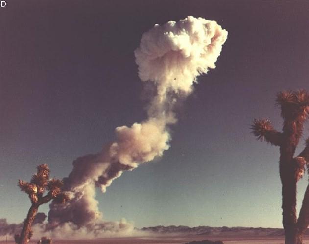 Ảnh màu hiếm về các vụ thử hạt nhân chấn động của Mỹ giữa thế kỷ 20 - Ảnh 5.