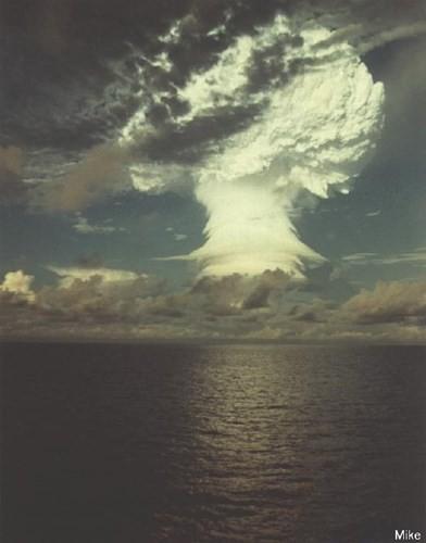 Ảnh màu hiếm về các vụ thử hạt nhân chấn động của Mỹ giữa thế kỷ 20 - Ảnh 9.