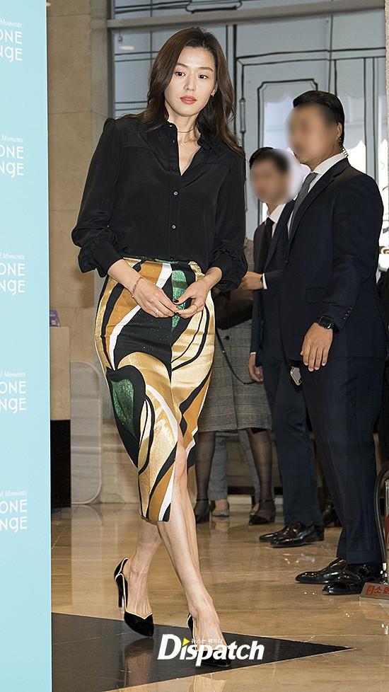 Đẹp xuất sắc dù đã hạ sinh 2 con, mợ chảnh Jeon Ji Hyun lại bị đôi chân gân guốc làm lộ dấu hiệu lão hóa - Ảnh 5.