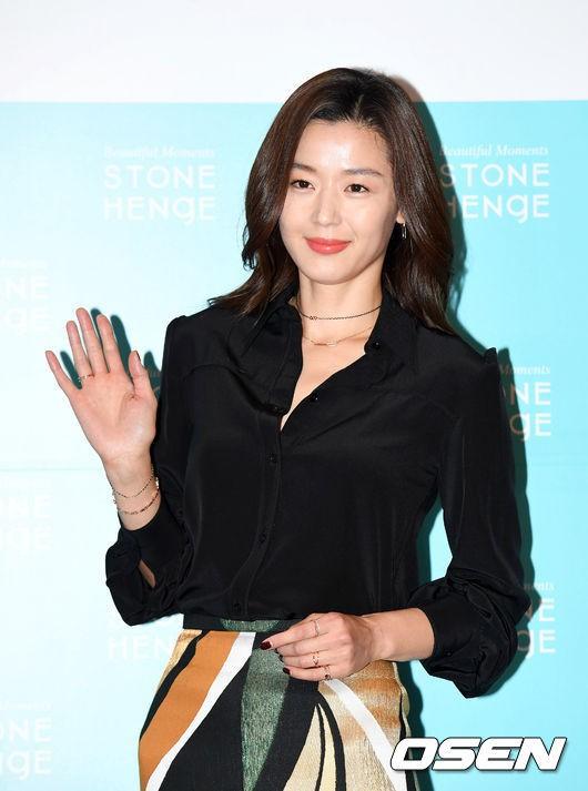 Đẹp xuất sắc dù đã hạ sinh 2 con, mợ chảnh Jeon Ji Hyun lại bị đôi chân gân guốc làm lộ dấu hiệu lão hóa - Ảnh 6.