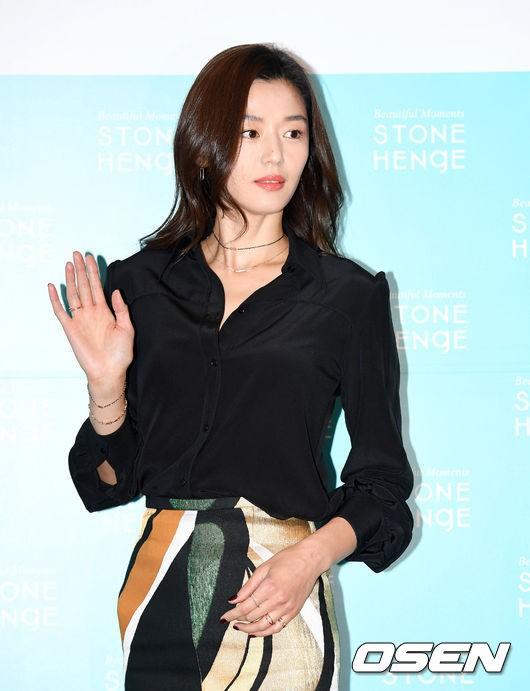 Đẹp xuất sắc dù đã hạ sinh 2 con, mợ chảnh Jeon Ji Hyun lại bị đôi chân gân guốc làm lộ dấu hiệu lão hóa - Ảnh 7.