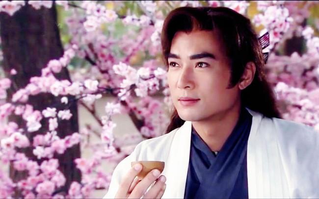 Tiêu Ân Tuấn: Nam thần của hàng vạn thiếu nữ suýt tự tử vì bị cắm sừng và bến đỗ bình yên ở tuổi 51 - Ảnh 3.