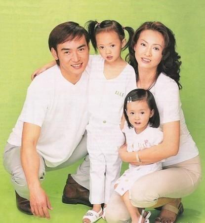 Tiêu Ân Tuấn: Nam thần của hàng vạn thiếu nữ suýt tự tử vì bị cắm sừng và bến đỗ bình yên ở tuổi 51 - Ảnh 4.
