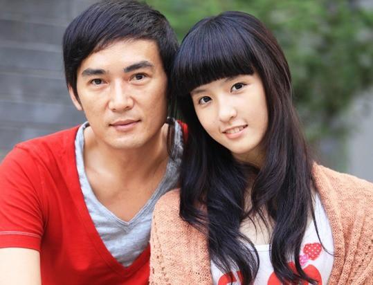 Tiêu Ân Tuấn: Nam thần của hàng vạn thiếu nữ suýt tự tử vì bị cắm sừng và bến đỗ bình yên ở tuổi 51 - Ảnh 10.