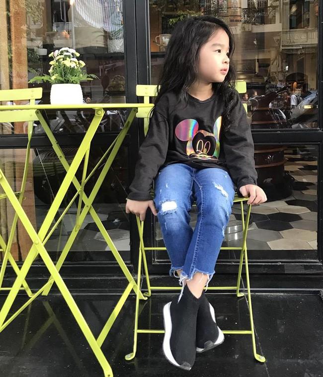 Không hổ danh có mẹ là siêu mẫu, con gái Xuân Lan chưa đầy 5 tuổi đã khí chất ngời ngời - Ảnh 1.