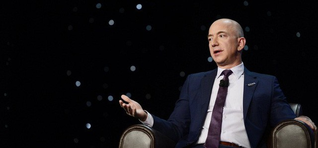 Theo người giàu nhất thế giới Jeff Bezos, chỉ cần hỏi 1 câu này để biết bạn có thông minh không  - Ảnh 1.