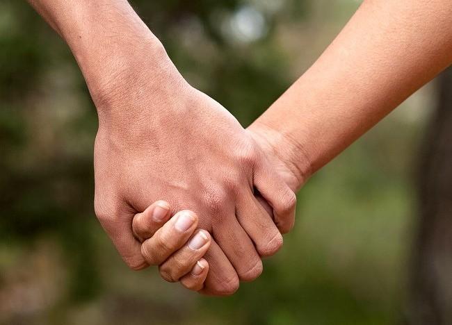 Bạn thường nắm tay người thương như thế nào? Nó tiết lộ khá nhiều điều đấy - Ảnh 2.