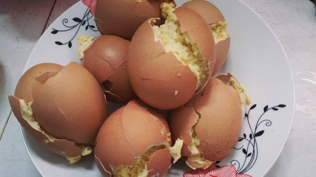 Cô nàng khéo tay hay làm chế biến trứng gà nướng Thái Lan, kết quả khiến dân mạng bật cười vì tưởng sầu riêng ăn dở - ảnh 4