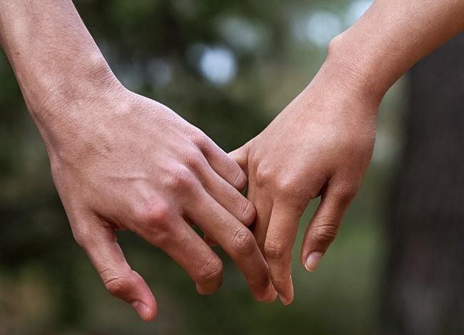 Bạn thường nắm tay người thương như thế nào? Nó tiết lộ khá nhiều điều đấy - Ảnh 6.