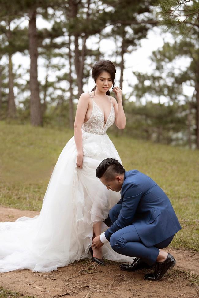 Sau một năm làm mẹ đơn thân, chị gái Ngọc Trinh sắp kết hôn lần 2, khoe ảnh cưới sexy không kém nữ hoàng nội y - Ảnh 7.
