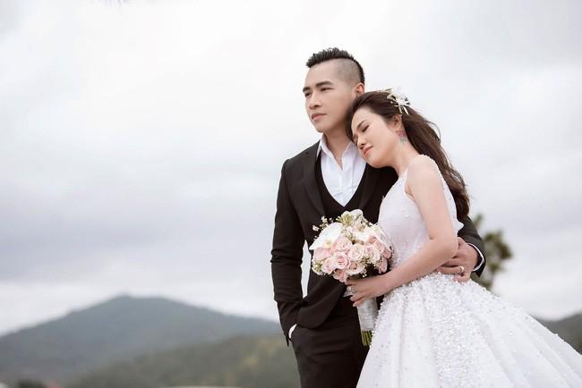 Sau một năm làm mẹ đơn thân, chị gái Ngọc Trinh sắp kết hôn lần 2, khoe ảnh cưới sexy không kém nữ hoàng nội y - Ảnh 9.