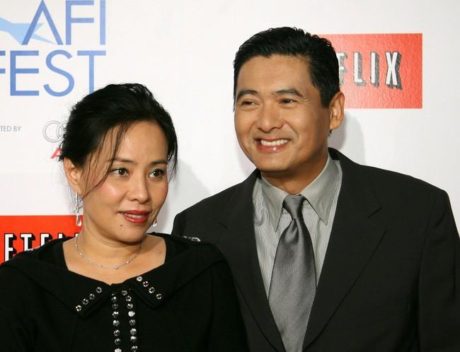 Hơn 30 năm sống chung không có con cái, vợ chồng Châu Nhuận Phát tuyên bố từ thiện toàn bộ gia sản 16.000 tỷ đồng - Ảnh 1.