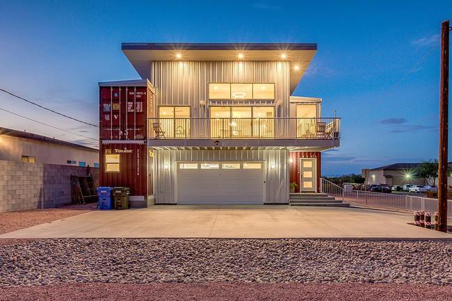 Chỉ tận dụng thùng container thừa mà người đàn ông tạo ra ngôi nhà mới cực khang trang - Ảnh 1.