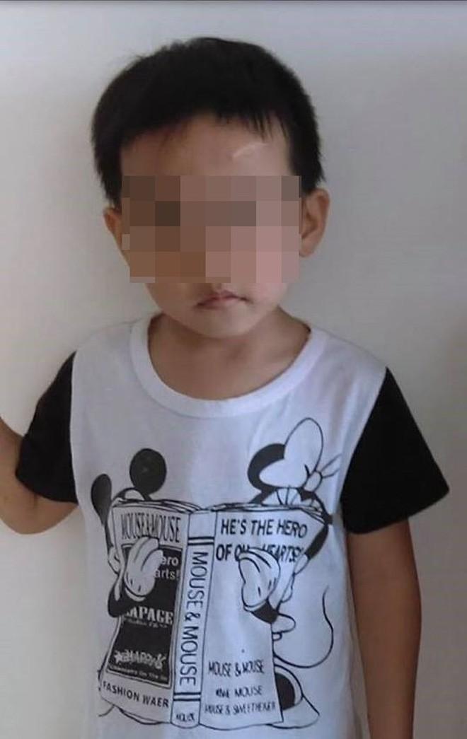 Cái chết thương tâm của bé trai 6 tuổi dưới bàn tay bạo hành của mẹ ruột và bố dượng gây phẫn nộ dư luận - Ảnh 1.