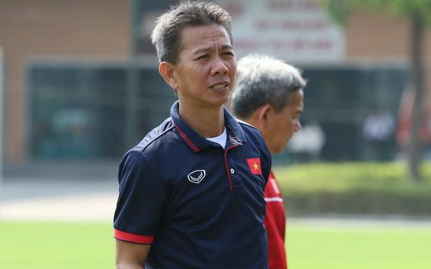 Kêu gọi NHM ủng hộ, HLV U19 Việt Nam nhận về cơn mưa... gạch đá - Ảnh 2.