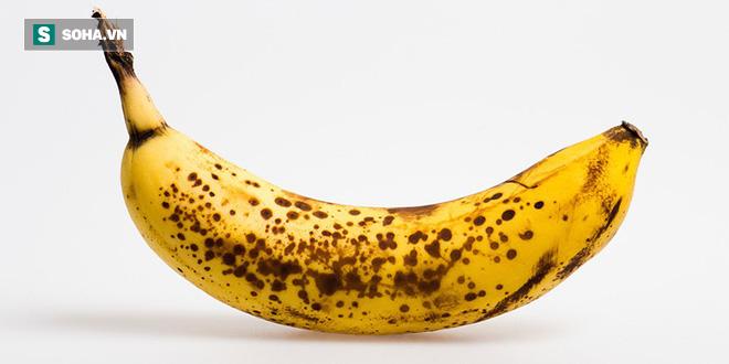 Vì sao ăn chuối chưa chín kỹ lại gây hại sức khỏe: Ăn chuối chín cỡ nào là tốt nhất? - Ảnh 1.