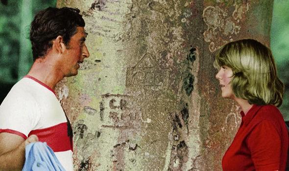 Bà Camilla lủi thủi một mình trong hai sự kiện, từng bị Hoàng gia Anh hắt hủi, cấm yêu Charles vì không còn trinh trắng - Ảnh 3.