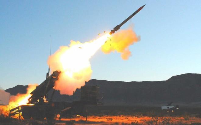 S-400 Nga hùng dũng chinh phạt tứ xứ, đập tan Patriot Mỹ trên khắp các trận địa - Ảnh 1.