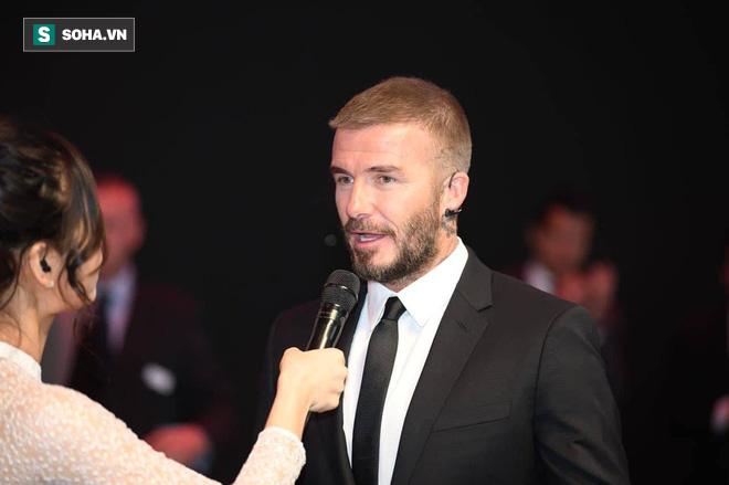 Hoa hậu Trần Tiểu Vy rạng rỡ sánh đôi bên David Beckham trên sân khấu ra mắt xe hơi VINFAST - Ảnh 10.