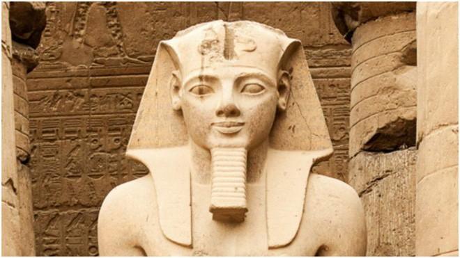 Chuyện lạ: Xác ướp Pharaoh vẫn phải xin hộ chiếu để bay sang Pháp - Ảnh 2.