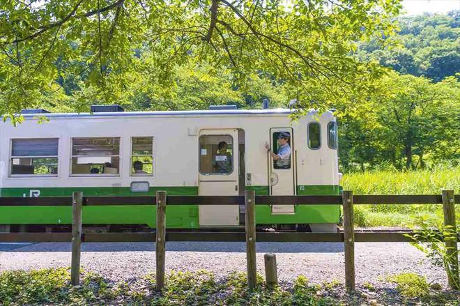 Tadami Line: Chuyến tàu hỏa nhỏ xinh nhất Nhật Bản, đi qua 4 mùa là 4 khung trời khác nhau - Ảnh 6.