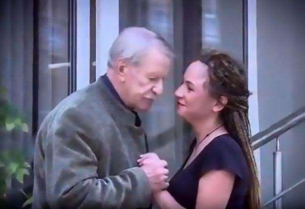 Vừa ly hôn vợ trẻ đáng tuổi cháu, tài tử U90 người Nga đã hẹn hò nhân tình kém 61 tuổi - Ảnh 4.