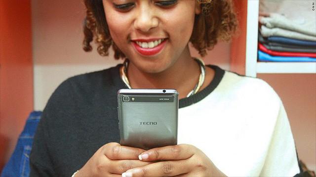 Với tính năng selfie, hãng smartphone chưa ai từng nghe tên này đánh bại cả Apple, Samsung, Huawei... ở châu Phi như thế nào? - Ảnh 2.