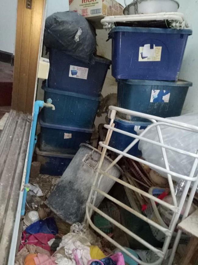 Chủ nhà trọ khóc thét khi nhận lại phòng cho thuê: Bẩn kinh hoàng như bãi rác bỏ hoang, bồn cầu nghìn năm không cọ - Ảnh 4.