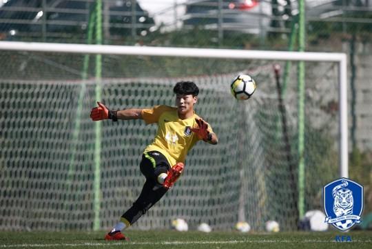Báo Hàn Quốc thừa nhận đội nhà gặp khó trước các đòn hiểm của U19 Việt Nam - Ảnh 2.