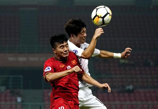 Báo Hàn Quốc thừa nhận đội nhà gặp khó trước các đòn hiểm của U19 Việt Nam - Ảnh 1.