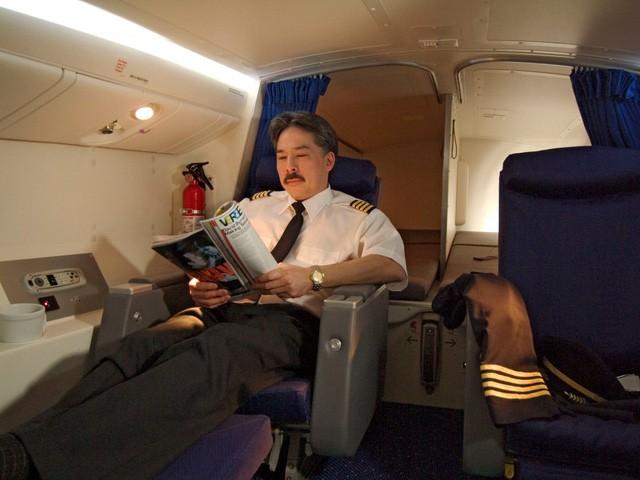 Hoá ra trên máy bay còn có những phòng ngủ bí mật cho phi hành đoàn mà không phải ai cũng biết - Ảnh 11.