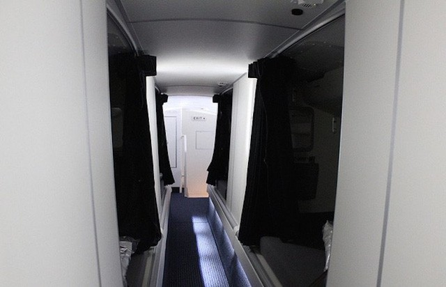 Hoá ra trên máy bay còn có những phòng ngủ bí mật cho phi hành đoàn mà không phải ai cũng biết - Ảnh 21.