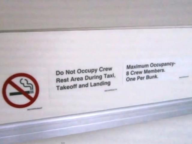 Hoá ra trên máy bay còn có những phòng ngủ bí mật cho phi hành đoàn mà không phải ai cũng biết - Ảnh 7.