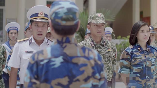 Hậu duệ mặt trời bản Việt lại gây tranh cãi vì để lộ nhiều chi tiết không đồng bộ - ảnh 9