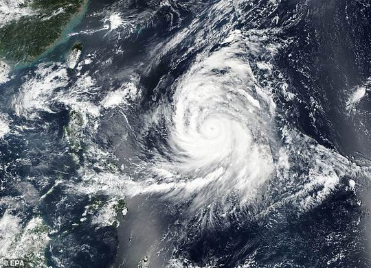 Trami vừa đi, thêm siêu bão Kong-rey trực chỉ Nhật Bản - Ảnh 1.