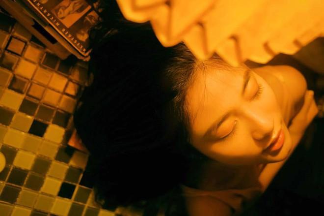 Bộ ảnh tuổi 19 của Thuỳ Linh: Xinh đẹp và dịu dàng đúng kiểu uống nhầm ánh mắt, cơn say theo cả đời - Ảnh 12.