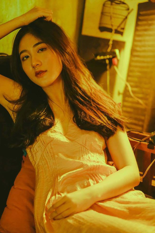 Bộ ảnh tuổi 19 của Thuỳ Linh: Xinh đẹp và dịu dàng đúng kiểu uống nhầm ánh mắt, cơn say theo cả đời - Ảnh 15.