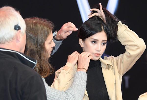 Hoa hậu Trần Tiểu Vy thay đổi chóng mặt sau 2 tuần đăng quang - Ảnh 5.