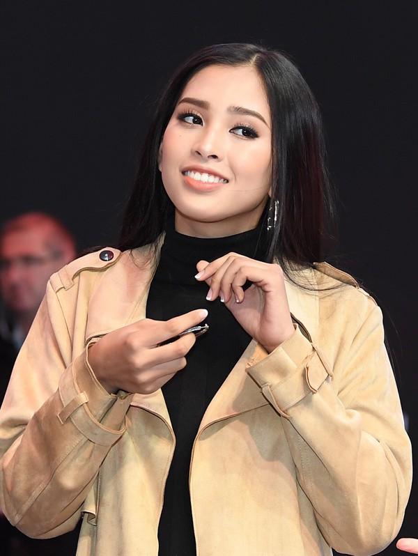 Hoa hậu Trần Tiểu Vy thay đổi chóng mặt sau 2 tuần đăng quang - Ảnh 7.