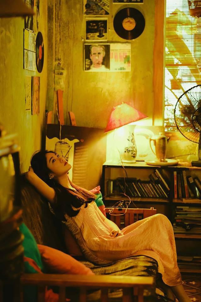 Bộ ảnh tuổi 19 của Thuỳ Linh: Xinh đẹp và dịu dàng đúng kiểu uống nhầm ánh mắt, cơn say theo cả đời - Ảnh 9.