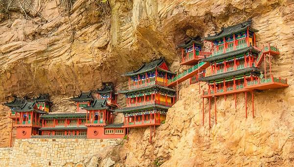 Khám phá ngôi chùa treo huyền bí ngàn năm tuổi ở Trung Quốc - Ảnh 1.