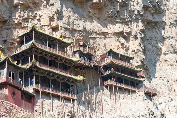 Khám phá ngôi chùa treo huyền bí ngàn năm tuổi ở Trung Quốc - Ảnh 2.