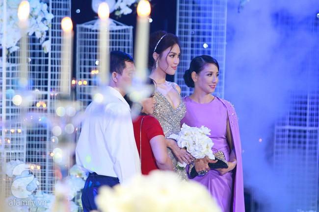 Mẹ ruột Lan Khuê gây ngỡ ngàng với nhan sắc và vóc dáng đẹp như Hoa hậu - Ảnh 1.