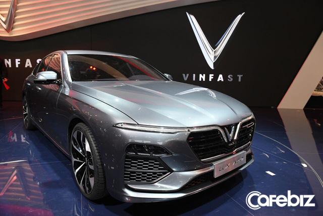 VinFast vừa chơi tất tay tại Paris Motor Show, giờ sẽ chọn chiến lược giá nào để thắng tại thị trường Việt: Xe hơi chất lượng ngang BMW mà giá chỉ tầm Mazda? - Ảnh 4.