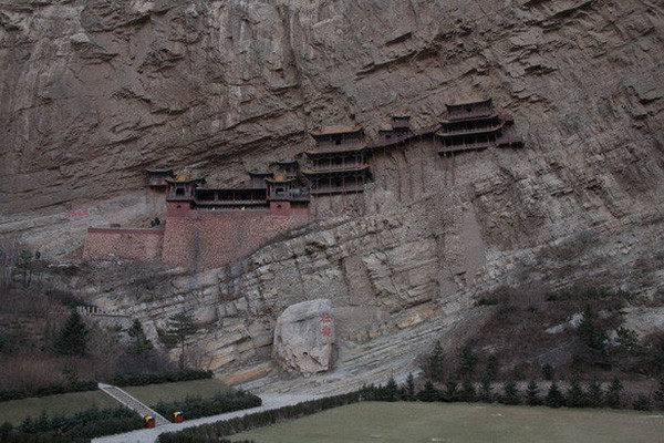 Khám phá ngôi chùa treo huyền bí ngàn năm tuổi ở Trung Quốc - Ảnh 8.