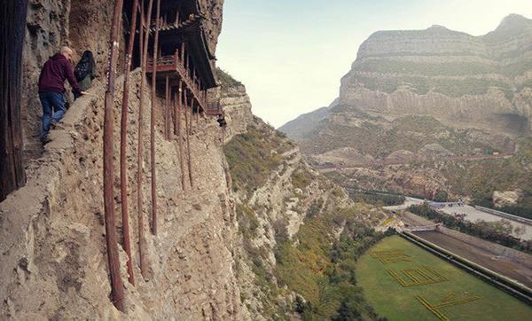 Khám phá ngôi chùa treo huyền bí ngàn năm tuổi ở Trung Quốc - Ảnh 9.