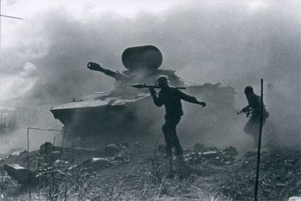 Chiến sĩ công binh thành danh Anh hùng LLVTND trên chiếc xe tăng lịch sử 555 - Ảnh 2.