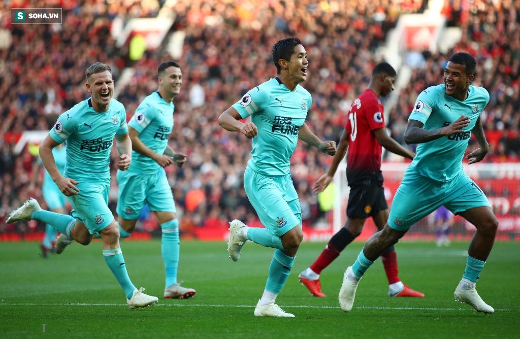 Ngược dòng không tưởng, Man United khiến Old Trafford vỡ òa với đòn phá phủ trầm châu - Ảnh 2.