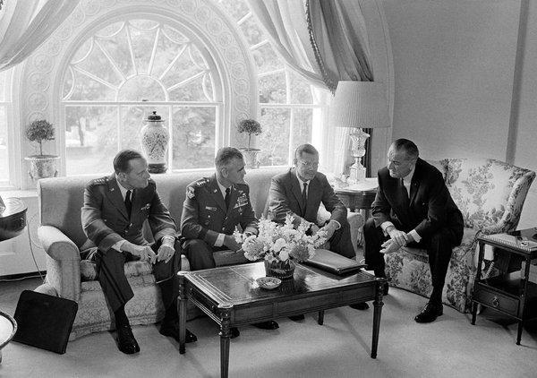 Giải mật tài liệu: Tướng Mỹ qua mặt TT Johnson, lên kế hoạch đưa vũ khí hạt nhân tới Việt Nam - Ảnh 3.